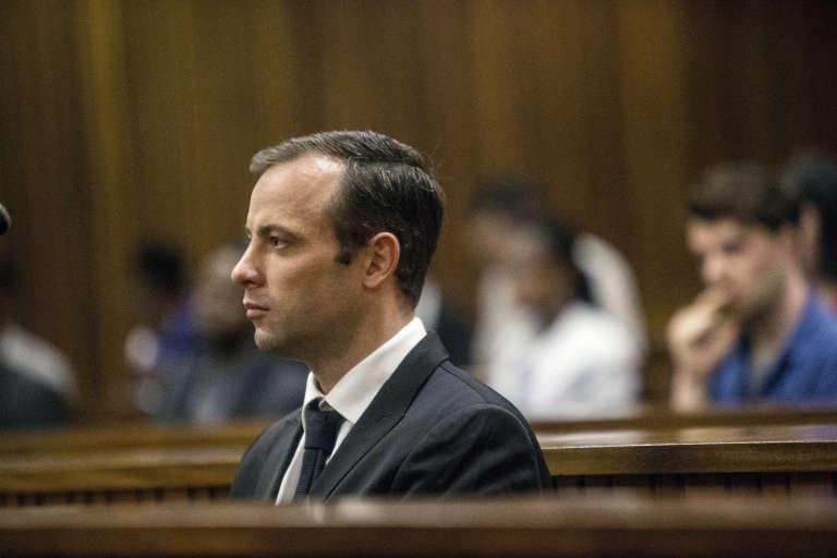 Oscar Pistorius comparaissant lundi 18 avril 2016 devant le tribunal d'instance de Pretoria.