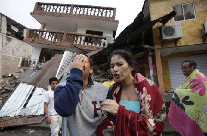 Au lendemain du tremblement de terre dévastateur dans la ville côtière de Pedernales, en Equateur, dimanche 17 avril 2016.