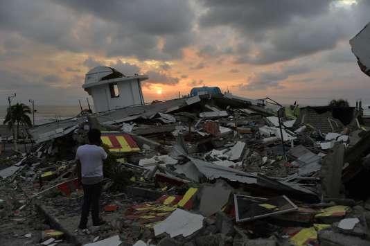 La ville de Pedernales, proche de l'épicentre, est une des localités les plus touchées par le séisme de magnitude 7,8 qui a secoué le pays le 16 avril 2016.