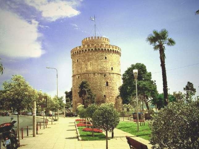 A Thessalonique, l'histoire est à tous les coins de rues : cette tour byzantine, transformée en prison au XVe siècle, fut repeinte à la chaux par un détenu, en échange de sa libération.