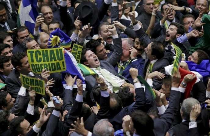 Au Parlement brésilien, le 17 avril, après l'annonce du résultat du vote pour la destitution de la présidente Dilma Rousseff.