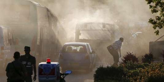 Les services de secours mobilisés à la suite de l'explosion d'un autobus à Jérusalem, le 18avril.