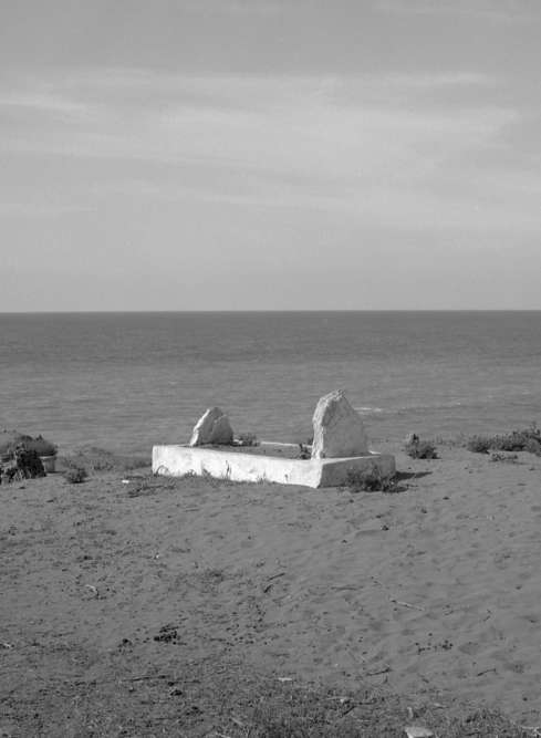 « Jean Genet vécut les dernières années de sa vie à Larache, au Maroc, avec son compagnon Mohamed El Katrani et son fils Azzedine. Il est enterré face à l'Océan et sa tombe, en cimetière chrétien, est tournée vers La Mecque. »