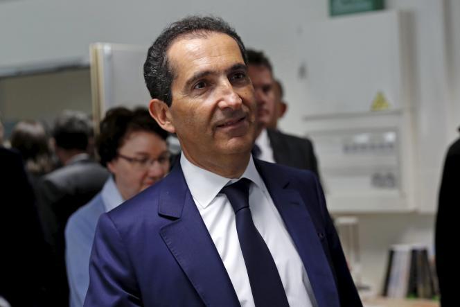 Patrick Drahi, lors d'une visite à l'Ecole Polytechnique de Saclay Paris-Sud Université à Orsay, le 19 avril 2016.