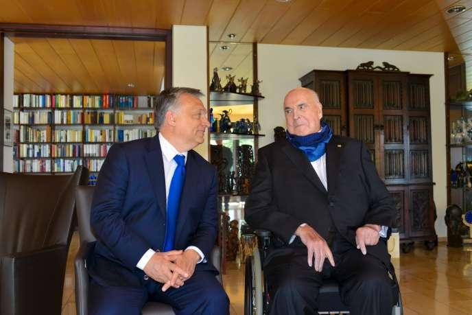 Viktor Orban (à gauche) a rendu visite à l'ex-chancelier allemand, Helmut Kohl, mardi 19 avril, à Oggersheim, en Rhénanie-Palatinat.