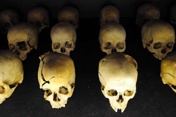 Des crânes de victime du génocide rwandais au mémorial du génocide de Kigali.