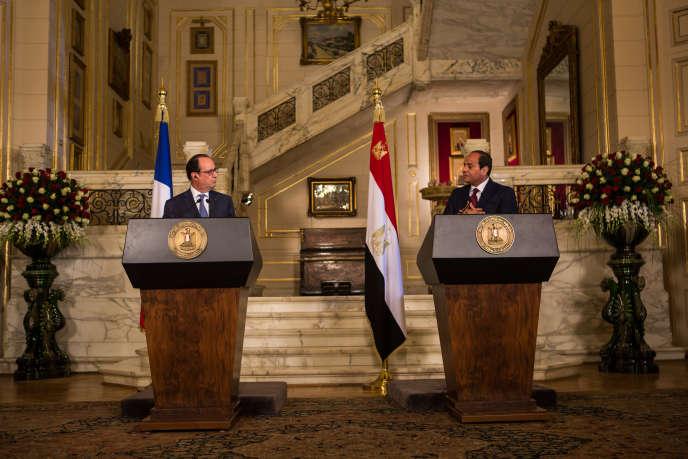 Pendant la conférence de presse du président François Hollande et de son homologue égyptien, Abel Fattah Al-Sissi, dans le palais Qubbah, au Caire, le 18 avril.