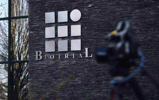 Devant les quartiers généraux des laboratoires Biotrial à Rennes, le 16 janvier 2016.