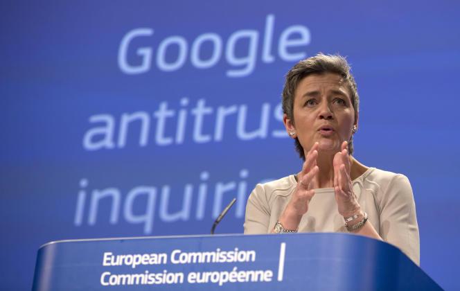 La commissaire européenne à la concurrence, Margrethe Vestager, à Bruxelles, le 15 avril 2015, date à laquelle Mme Vestager annonçait l'envoi d'un premieracte d'accusation contre Google Shopping