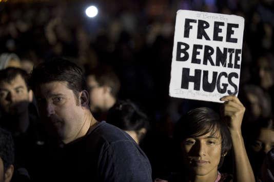 Le camp Sanders estime que les superdélégués sont un déni de démocratie et affirme que sans leur soutien Hillary Clinton aura du mal à obtenir les 2383délégués nécessaires pour décrocher l'investiture.