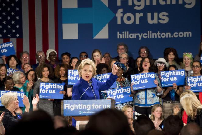 Hillary Clinton lors de son meeting à l'Hilton Hotel de New York le 18 avril 2016.