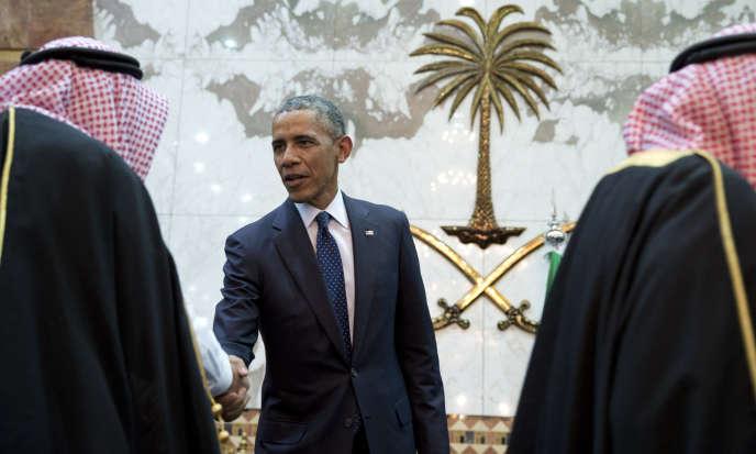 Le président Barack Obama participe à une réception en compagnie du roi de l'Arabie Saoudite, Salman bin Abdul Aziz, au Palais Erga à Riyad, le 20 avril 2016.