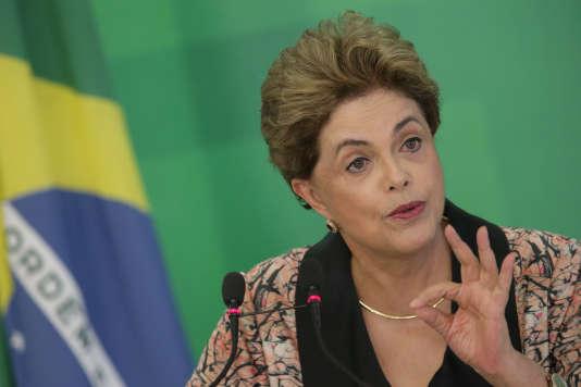 L'ancienne présiente du Brésil Dilma Rousseff durant une conférence de presse, le 19 avril 2016 à Brasilia, au Brésil