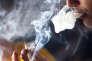 Un fumeur de cannabis le 18 juin 2015 aux îles Canaries.