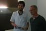 Le patient anglais Timothy Brierley opéré à Calais, et son chirurgien, le 14 avril 2016.