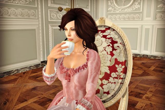 Tatiana à l'intérieur de son Petit Trianon.