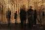 """Le reflet de visiteurs dans l'installation """"Panorama"""" par Eva Jospin, au Louvre, à Paris, le 12 avril 2016."""