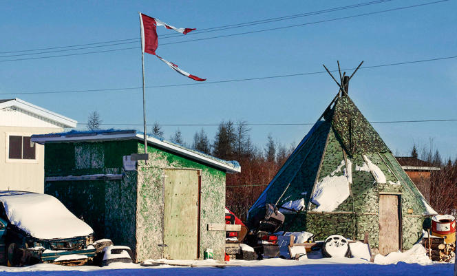 Dans le village canadien d'Attawapiskat, plus de 100 Indiens Cris ont tenté de se suicider depuis septembre.