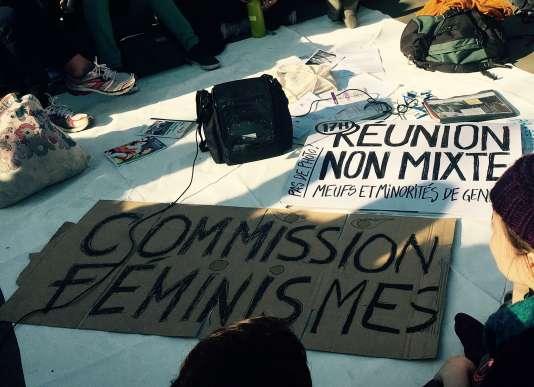 """A la réunion non mixte de la commission """"Féminismes"""" de la Nuit debout, place de la République à Paris, le 20 avril."""
