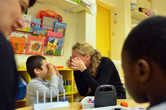Dans l'unité d'enseignement pour autiste à l'école maternelle rue Surmelin, à Paris.