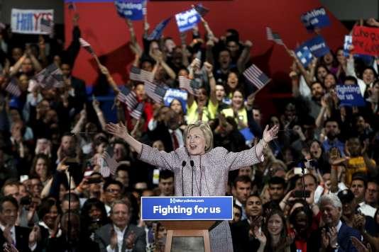 «La course à l'investiture est dans la dernière ligne droite, et la victoire est en vue», adéclaré mardi19avril Hillary Clinton, à l'issue du scrutin dans l'Etat de New York, lors duquel elle a conforté son avance sur Bernie Sanders.
