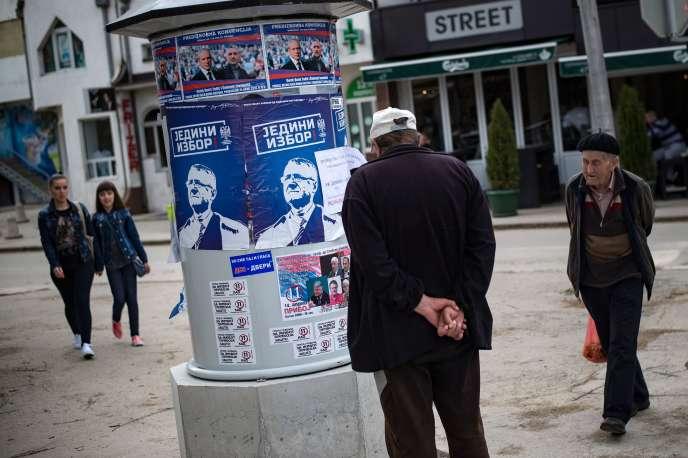 Affiches électorales de Vojislav Seselj, dans la ville de Priboj, dans l'ouest de la Serbie, le 14 avril.