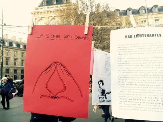 """Le signe anti-sexiste adopté par la commission """"féminismes""""."""