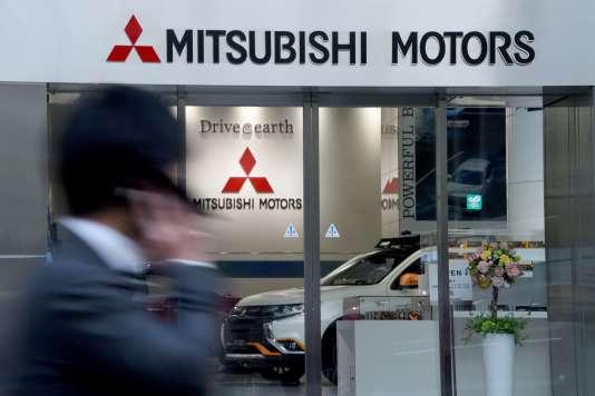 Devant le siège de Mitsubishi Motors à Tokyo.
