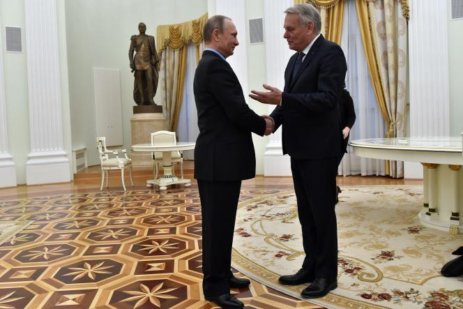 Le président russe, Vladimir Poutine, a accueilli, le 19 avril, au Kremlin, le ministre français des affaires étrangères, Jean-Marc Ayrault.
