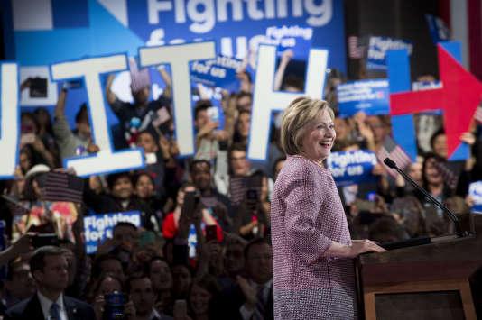Hillary Clinton et des partisans lors de la soirée de la primaire de New York, le 20avril.