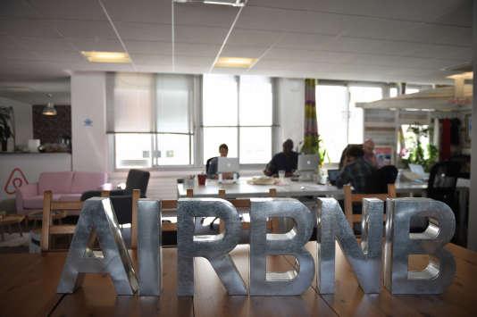 Dans les bureaux parisiens d'Airbnb, en 2015.