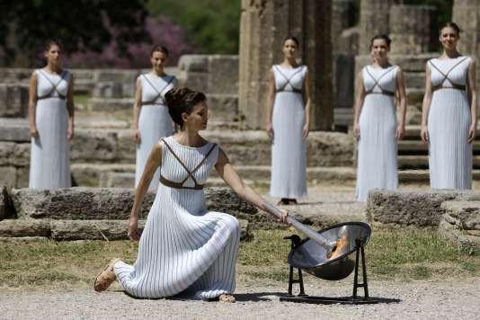 La flamme olympique a été allumée, le 21 avril à Olympie, en Grèce. Les Jeux de Rio débuteront le 5 août.