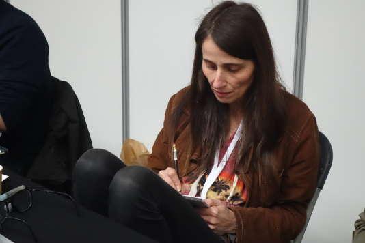 Claire Wendling en dédicace à la Paris Comics Expo 2016.