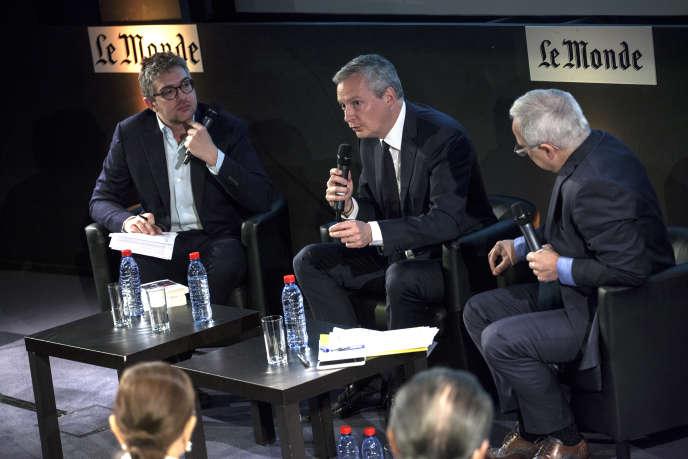 Bruno Le Maire (au centre) lors du Club de l'éco, mardi 19 avril, entreThomas Wieder (à gauche) et Vincent Giret (à droite).