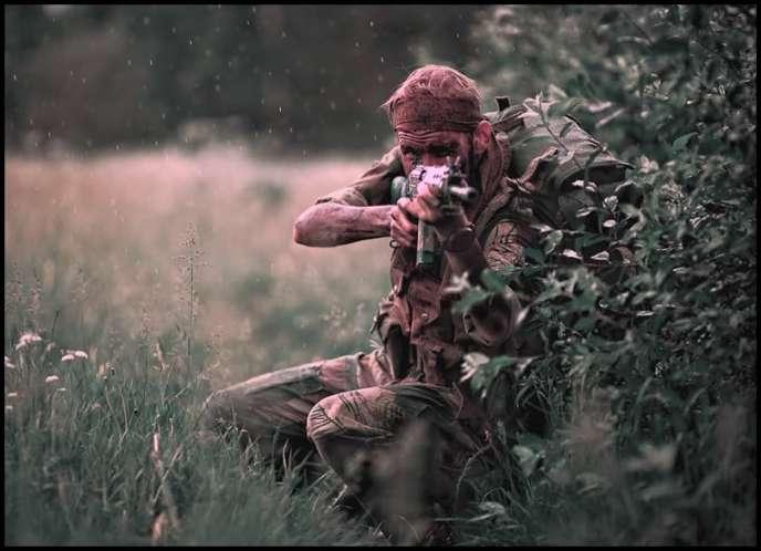 Reconstitution moderne d'une scène de la guerre du Bush dans la Rhodésie du Sud des années 1970.
