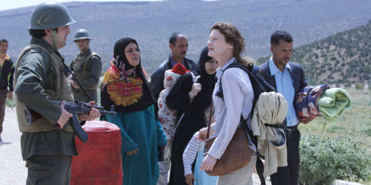Elisabeth (Astrid Whettnall), à la frontière turco-syrienne.
