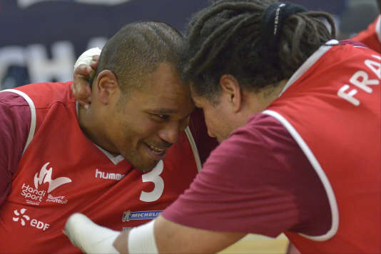 Cédric Nankin et Ryadh Sallem se félicitent. Ils disputeront les Jeux paralympiques cet été.