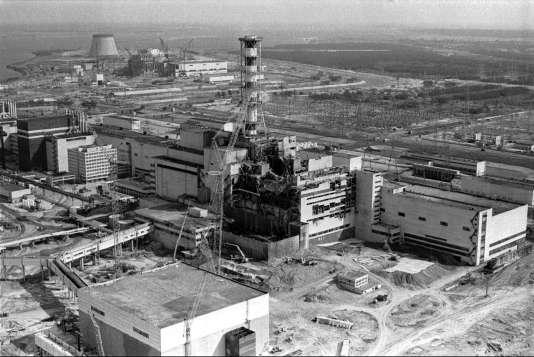 Vue aérienne de la centrale nucléaire de Tchernobyl, en Ukraine, 1986.