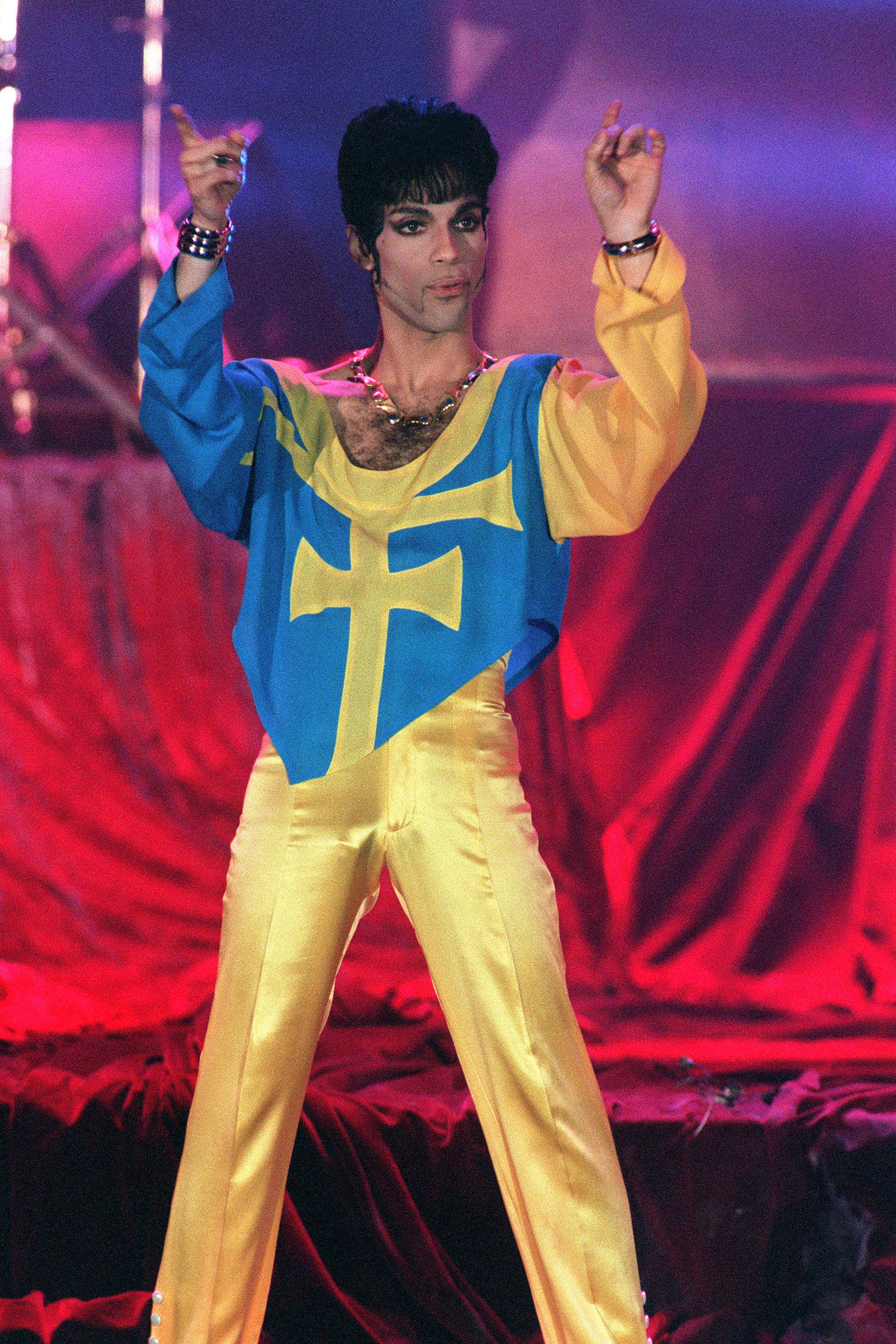 Le musicien (ici en 1994 à Monté-Carlo), né Prince Nelson, vivait toujours en périphérie de Minneapolis, dans le Minnesota, où il a grandi. Il s'est fait connaître à la fin des années 1970 avec les titres «Why You Wanna Treat Me So Bad?» et «I Wanna Be Your Lover». Par la suite, le «kid de Minneapolis» a été l'un des plus grands musiciens des années 1980 et 1990.