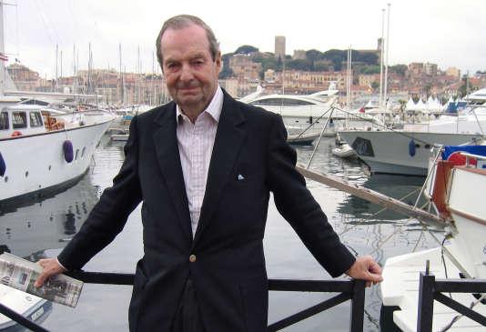 Le réalisateur Guy Hamilton lors du 58e Festival du film de Cannes en mai 2005.
