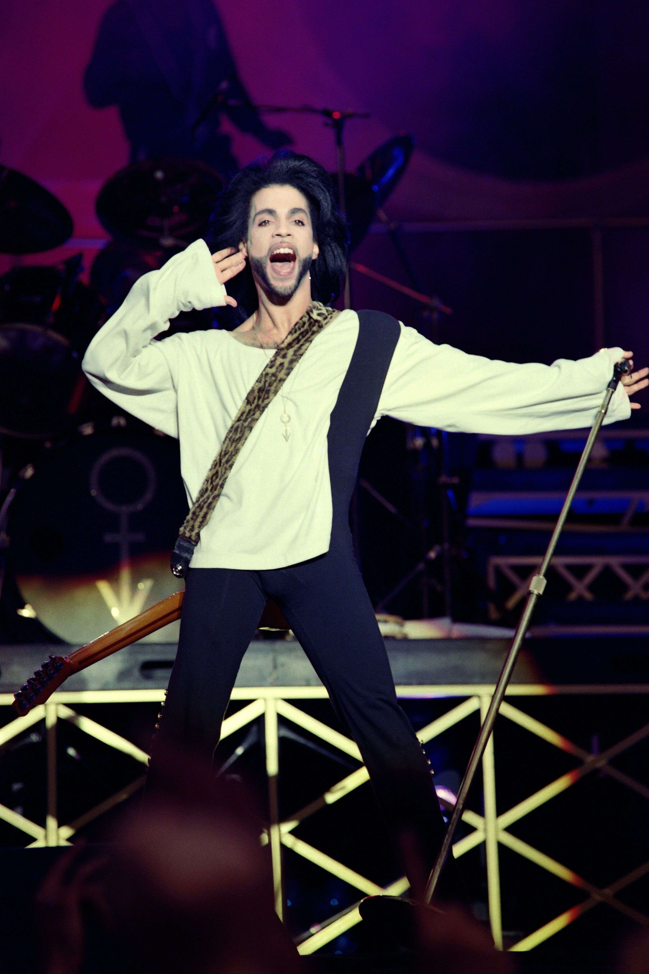 Prince, le 16 juin 1990, lors d'un concert au Parc des princes à Paris.