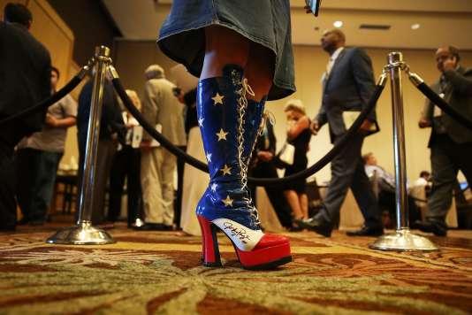 Les bottes d'Amy Hedtke, présente à la réunion de printemps des cent soixante-huit membres du Comité national républicain dans la station balnéaire de Hollywood en Floride.