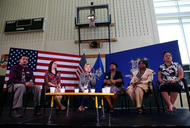 «Nous avons trop d'armes à feu entre de mauvaises mains dans ce pays», a déclaré Hillary Clinton, qui se prononce pour une «réforme générale de la sécurité des armes».