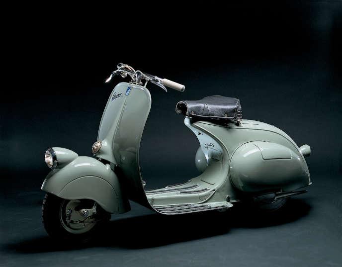 Le premier modèle Vespa 98 cm3, sorti des usines de Pontedera en Toscane, en 1946.