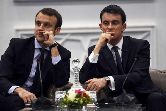 Emmanuel Macron et Manuel Valls à Alger le 10 avril. Interrogé par France Info sur les propos de son ministre de l'économie, Manuel Valls a eu un soupir agacé: «Supprimer l'impôt sur la fortune, qu'on peut toujours améliorer, rendre plus efficace d'un point de vue économique, serait une faute.»