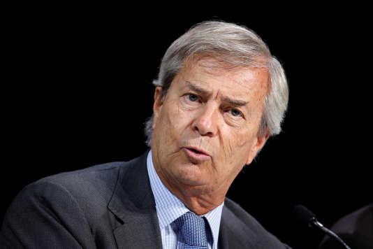 Vincent Bolloré, président du conseil de surveillance de Vivendi, devant les actionnaires réunis en assemblée générale à l'Olympia, le 21 avril.