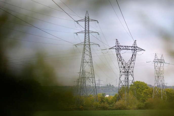 Pylones EDF à Cordemais (Loire-Atlantique).