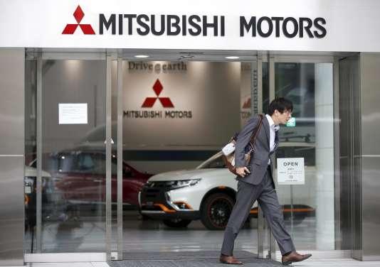Une salle d'exposition de Mitsubishi Motors, située au siège du groupe à Tokyo, le 21 avril.