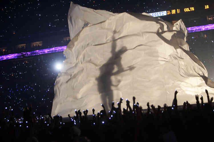 En 2007, le musicien avait de nouveau donné un concert lors du Super Bowl au Dolphin Stadium de Miami, lors du match opposant les Chicago Bears aux Indianapolis Colts.