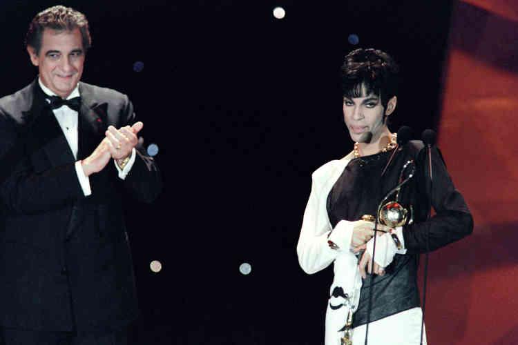 Le 4 mai 1994, Prince reçoit des mains du chanteur d'opéra italien Placido Domingo le prix, sluant sa « contribution exceptionnelle à l'industrie Pop », et décerné lors de la cérémonie des World Music Awards à Monaco.